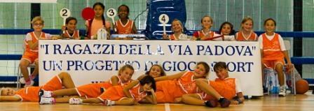 sanga-I Ragazzi della Via Padova giocano in Cambini